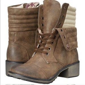 Like New!!! Roxy Boots